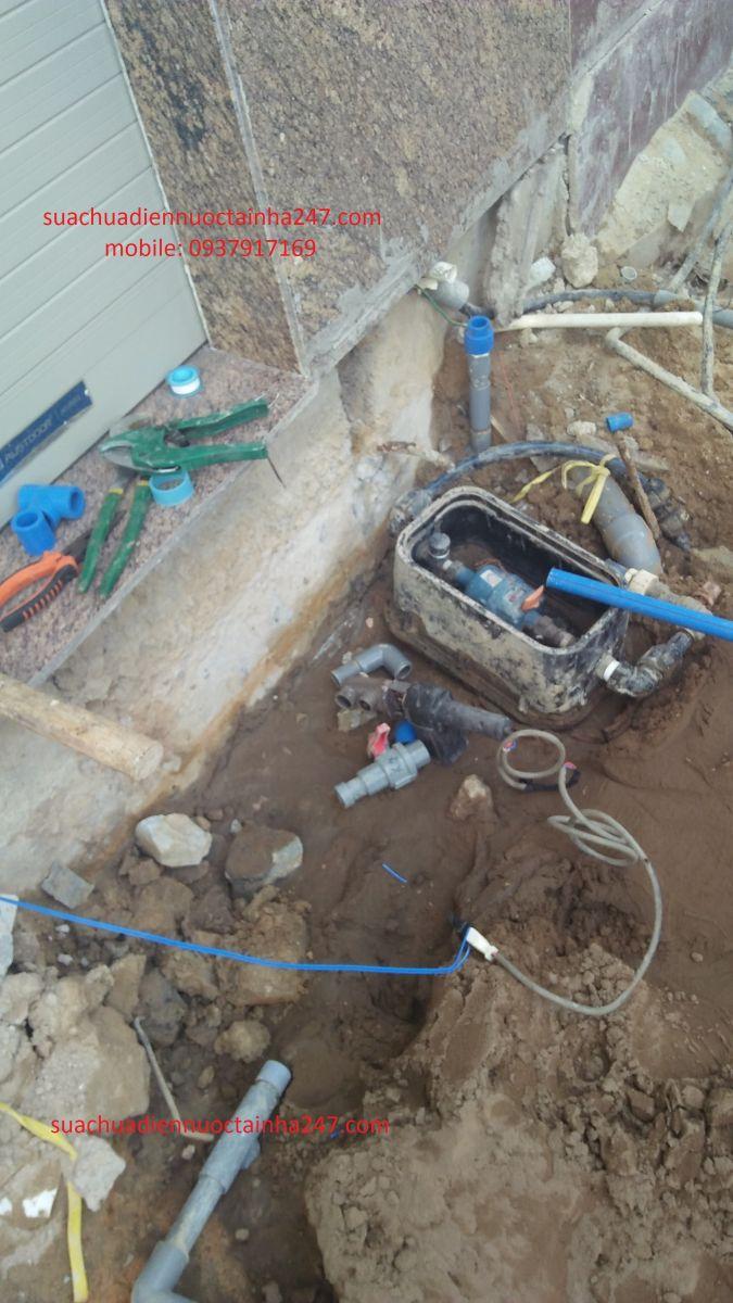 Thợ sửa đường ống nước bị rò rỉ tại nhà TPHCM